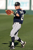 February 26, 2010:  Second Baseman Ryne Intlekofer (29) of the Notre Dame Fighting Irish during the Big East/Big 10 Challenge at Jack Russell Stadium in Clearwater, FL.  Photo By Mike Janes/Four Seam Images