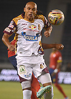 BARRANQUIILLA -COLOMBIA-26-04-2015. Jonathan Estrada de Deportes Tolima en acción durante partido con Uniautonoma por la fecha 17 de la Liga Aguila I 2015 jugado en el estadio Metropolitano de la ciudad de Barranquilla./ Jonathan Estrada player of Deportes Tolima in action during match against Uniautonoma for the 17th date of the Aguila League I 2015 played at Metropolitano stadium in Barranquilla city.  Photo: VizzorImage/Alfonso Cervantes/Cont