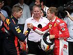 26.08.2018, Circuit de Spa-Francorchamps, Spa-Franchorchamps, FORMULA 1 2018 JOHNNIE WALKER BELGIAN GRAND PRIX, 23. - 26.08.2018<br /> , im Bild<br />Der Drittplazierte Max Verstappen (NEL#33), Aston Martin Red Bull Racing gratuliert dem Sieger Sebastian Vettel (GER#5), Scuderia Ferrari<br /> <br /> Foto © nordphoto / Bratic