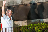 SAO PAULO, SP, 15.11.2013 - MENSALAO/PRISAO/JOSE DIRCEU - <br /> O ex-ministro Jose Dirceu chega à sede da Polícia Federal de São Paulo para se entregar, no bairro da Lapa de Baixo, zona oeste da capital paulista, na tarde desta sexta-feira. O Supremo Tribunal Federal (STF) expediu hoje o mandado de prisão. (Foto: Adriano Lima / Brazil Photo Press).