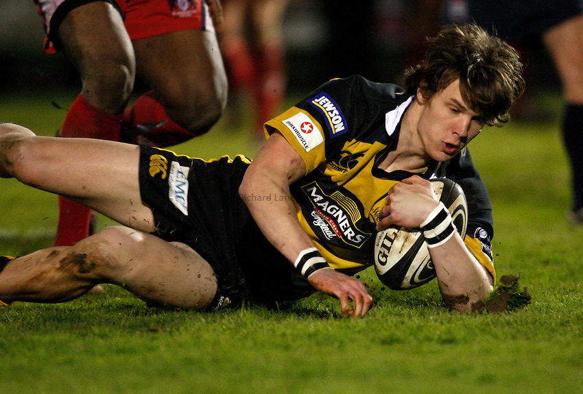 Photo: Richard Lane/Richard Lane Photography..London Wasps A v Gloucester Rugby A. Guinness Premiership A. 14/04/2008. Wasps' Ollie Holmes dives in for a try.