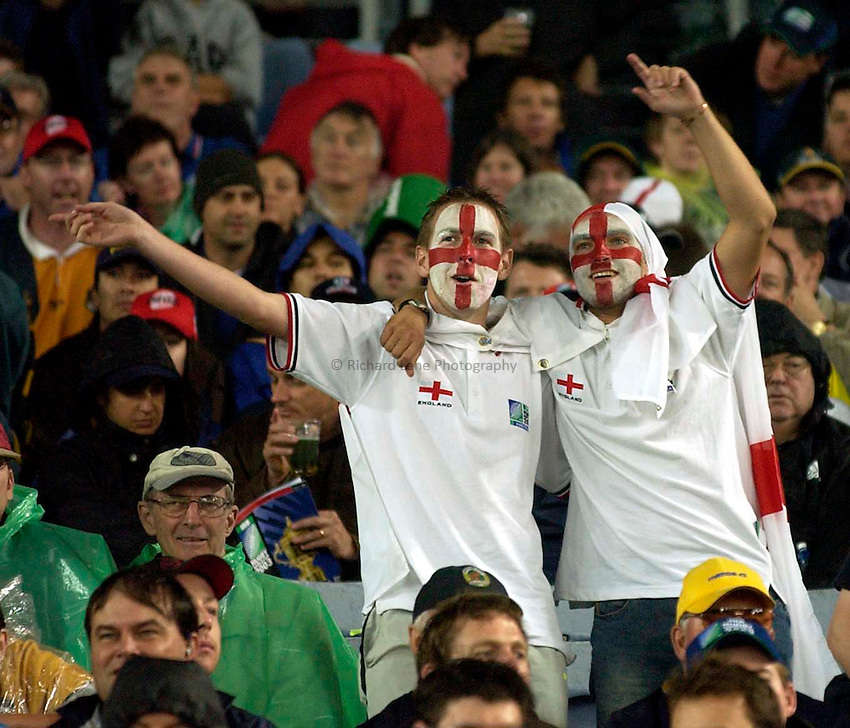 Photo. Richard Lane. .France v England. Semi-final at the Telstra Stadium, Sydney. RWC 2003..16/11/2003..England fans.