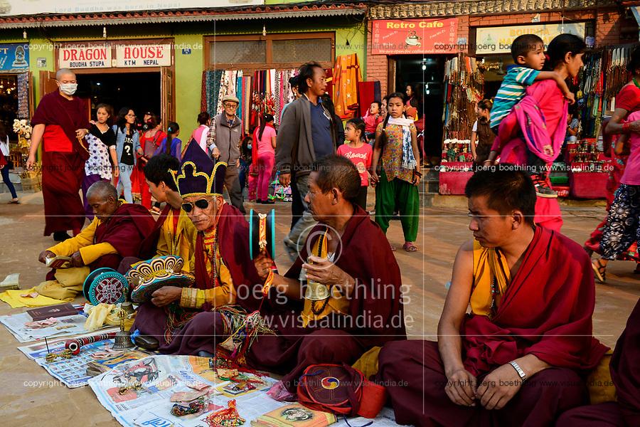 NEPAL Kathmandu, Boudhanath Stupa is the largest stupa in Nepal and the holiest Tibetan Buddhist temple outside Tibet. It is the center of Tibetan culture in Nepal /  Bodnath Stupa ist die groesste Stupa in Nepal und Zentrum der tibetischen Kultur in Nepal
