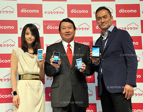 May 16, 2012, Tokyo, Japan - President Ryuji Yamada, center, of Japans NTT Docomo poses with its commercial characters during a launch of a new collection of 16 smartphones for the summer of 2012 during in Tokyo on Wednesday, May 16, 2012. They are, actress Maki Horikita and actor Ken Watanabe, right. (Photo by Natsuki Sakai/AFLO) AYF -mis-