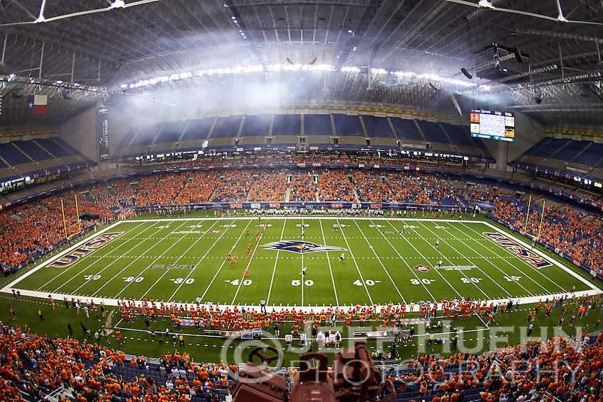 SAN ANTONIO, TX - SEPTEMBER 4, 2014: The University of Arizona Wildcats defeat the University of Texas at San Antonio Roadrunners 26-23 at the Alamodome. (Photo by Jeff Huehn)