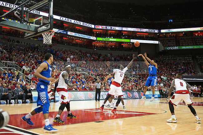 Guard Tyler Ulis of the Kentucky Wildcats shoots during the game against  the Louisville Cardinals at KFC Yum! Center on Saturday, December 27, 2014 in Louisville `, Ky. Kentucky defeated Louisville 58-50. Photo by Michael Reaves | Staff