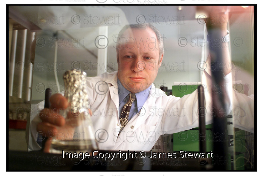 10th August 2000        Copyright Pic : James Stewart.File Name : stewart01-dr ken thomson.DR KEN THOMSON, LECTURER IN BIO-TECHNOLOGY AT FALKIRK COLLEGE OF TECHNOLOGY IN THEIR NEW APPLIED BIO-SCIRENCES LAB......(for Economy and Business feature).....James Stewart Photo Agency, Stewart House, Stewart Road, Falkirk. FK2 7AS      Vat Reg No. 607 6932 25.Office : 01324 630007        Mobile : 0421 416997.E-mail : jim@jspa.co.uk.If you require further information then contact Jim Stewart on any of the numbers above.........