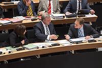 """Plenarsitzung des Berliner Abgeordnetenhaus der laufenden Legislaturperiode am Donnerstag den 26. Mai 2016.<br /> Im Bild vlnr.: Dilek Kolat, stellv. Buergermeisterin und Senatorin fuer Arbeit, Integration und Frauen (SPD); Frank Henkel, 2. Buergermeister und Senator fuer Inneres und Sport (CDU); Michael Mueller, Regierender Buergermeister (SPD) unterhalten sich waehrend der Aktuellen Stunde zum Thema """"Masterplan Integration"""".<br /> 26.5.2016, Berlin<br /> Copyright: Christian-Ditsch.de<br /> [Inhaltsveraendernde Manipulation des Fotos nur nach ausdruecklicher Genehmigung des Fotografen. Vereinbarungen ueber Abtretung von Persoenlichkeitsrechten/Model Release der abgebildeten Person/Personen liegen nicht vor. NO MODEL RELEASE! Nur fuer Redaktionelle Zwecke. Don't publish without copyright Christian-Ditsch.de, Veroeffentlichung nur mit Fotografennennung, sowie gegen Honorar, MwSt. und Beleg. Konto: I N G - D i B a, IBAN DE58500105175400192269, BIC INGDDEFFXXX, Kontakt: post@christian-ditsch.de<br /> Bei der Bearbeitung der Dateiinformationen darf die Urheberkennzeichnung in den EXIF- und  IPTC-Daten nicht entfernt werden, diese sind in digitalen Medien nach §95c UrhG rechtlich geschuetzt. Der Urhebervermerk wird gemaess §13 UrhG verlangt.]"""