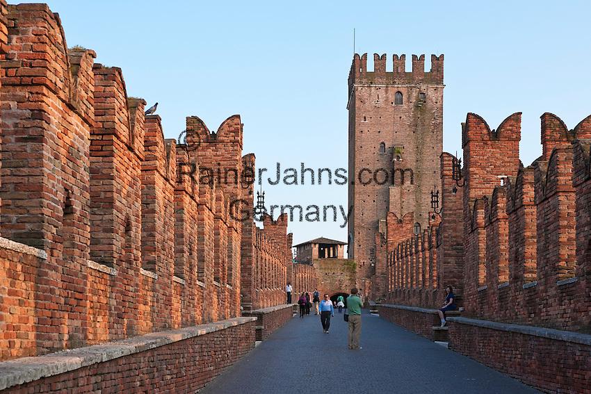 Italy, Veneto, Province Capital Verona: Castelvecchio and Ponte Scaligero | Italien, Venetien, Provinzhauptstadt Verona: Castelvecchio und Ponte Scaligero