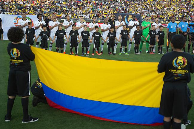 El equipo de Colombia en la ceremonia de los himnos antes del partido entre Colombia y Paraguay en la Copa Am&eacute;rica Centenario USA 2016 en el Rose Bowl Stadium, Pasadena, California, el 6 de junio de 2016.<br /> Foto: Archivolatino<br /> <br /> COPYRIGHT: Archivolatino/Alejandro Sanchez<br /> Prohibida su venta y su uso comercial.