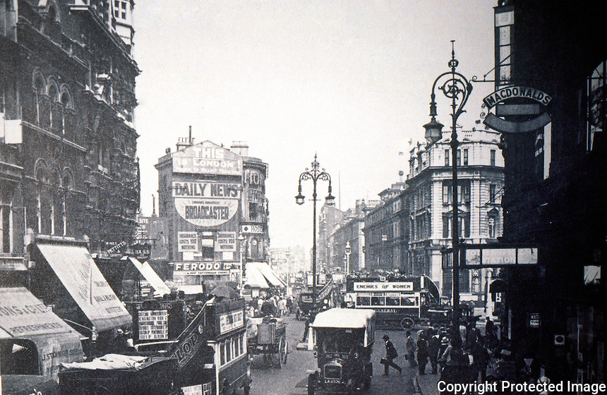London: Oxford St. looking east to Tottenham Ct. Rd. Charing Cross, 1923.