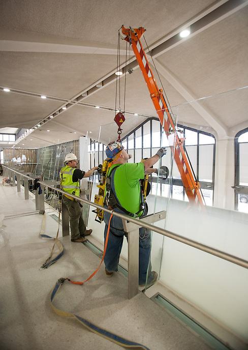 GGI glass at Newark Airport Terminal B.   Photo by Ari Mintz  3/6/2013.
