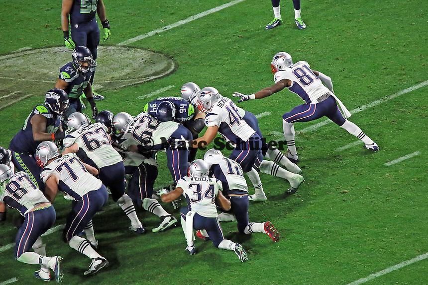 Patriots knien ab zum Super Bowl Sieg - Super Bowl XLIX, Seattle Seahawks vs. New England Patriots, University of Phoenix Stadium, Phoenix