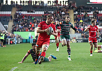 27th October 2019; Welford Road Stadium, Leicester, East Midlands, England; English Premiership Rugby, Tigers versus Saracens; Man of the match Saracens flanker Ben Earl races through the Tigers defence to score his second try on 76 minutes   - Editorial Use