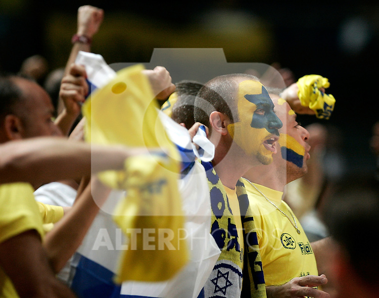 Maccabi Elite Tel Aviv's supporters during Euroleague Final Four semi final match, May 02, 2008. (ALTERPHOTOS/Alvaro Hernandez)
