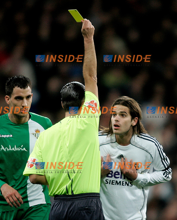 Real Madrid's Fernando Gago (r), the Spanish referee Mr.Cesar Muniz Fernandez (c) and Real Betis's Branko Ilic (l) during the Spanish League match between Real Madrid and Real Betis at Santiago Bernabeu Stadium  in Madrid, Saturday February 17 2007. (INSIDE/ALTERPHOTOS/B.echavarri).