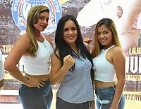"""MONTERIA - COLOMBIA, 18-05-2018:Conferencia de prensa con la boxeadora Yazmín """"La rusita """"Rivas (Centro) de México retadora de la colombiana  Liliana """"La Tigresa"""" Palmera de Montería , antes de la pelea por el títiulo Mundial Super Gallo a realizarse en  el coliseo """"Happy Lora """" de esta ciudad , mañana Sábado ./ Press conference with boxer Yazmín Rivas (Center) of Mexico, challenger of the Colombian Liliana """"La Tigresa"""" Palmera de Montería, before the fight for the title World Super Gallo to be held at the Coliseum """"Happy Lora"""" of this city, tomorrow Saturday. Photo: VizzorImage / Andrés Felipe López Vargas / Contribuidor"""