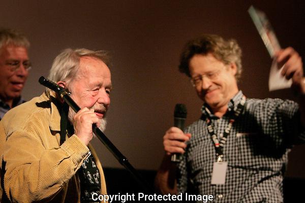 20110923 - Utrecht - Foto: Ramon Mangold - NFF 2011 - Nederlands Filmfestival - .DVD uitreiking Børge Ring (L) in bioscoop Rembrandt door Willem Thijssen (R).