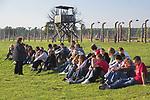 Turysci przy wiezy strazniczej w Auschwitz II-Birkenau<br /> Tourists at the quard tower in Auschwitz II-Birkenau, Poland
