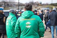 """Nach seinen herablassenden und umstrittenen Aeusserungen ueber Berlin besuchte der Tuebinger Oberbuergermeister Boris Palmer am Mittwoch den 20. Februar 2019 auf Einladung des CDU-Fraktionsvorsitzenden im Abgeordnetenhaus, Burkhard Dregger, u.a. den Goerlitzer Park. Der Park wird als sog. """"Kriminalitaetsschwerpunkt"""" bezeichnet und Ort, an dem Marihuana verkauft wird. Sein Besuch im Park wurde von mehreren dutzend Journalisten begleitet.<br /> Im Bild: Sog. """"Parkwaechter"""" betrachten die Gruppe Journalisten, die Boris Palmer und Burkhard Dregger an einem, eigens fuer diesen Besuch abgestellten, Polizeifahrzeug umringen.<br /> 20.2.2019, Berlin<br /> Copyright: Christian-Ditsch.de<br /> [Inhaltsveraendernde Manipulation des Fotos nur nach ausdruecklicher Genehmigung des Fotografen. Vereinbarungen ueber Abtretung von Persoenlichkeitsrechten/Model Release der abgebildeten Person/Personen liegen nicht vor. NO MODEL RELEASE! Nur fuer Redaktionelle Zwecke. Don't publish without copyright Christian-Ditsch.de, Veroeffentlichung nur mit Fotografennennung, sowie gegen Honorar, MwSt. und Beleg. Konto: I N G - D i B a, IBAN DE58500105175400192269, BIC INGDDEFFXXX, Kontakt: post@christian-ditsch.de<br /> Bei der Bearbeitung der Dateiinformationen darf die Urheberkennzeichnung in den EXIF- und  IPTC-Daten nicht entfernt werden, diese sind in digitalen Medien nach §95c UrhG rechtlich geschuetzt. Der Urhebervermerk wird gemaess §13 UrhG verlangt.]"""