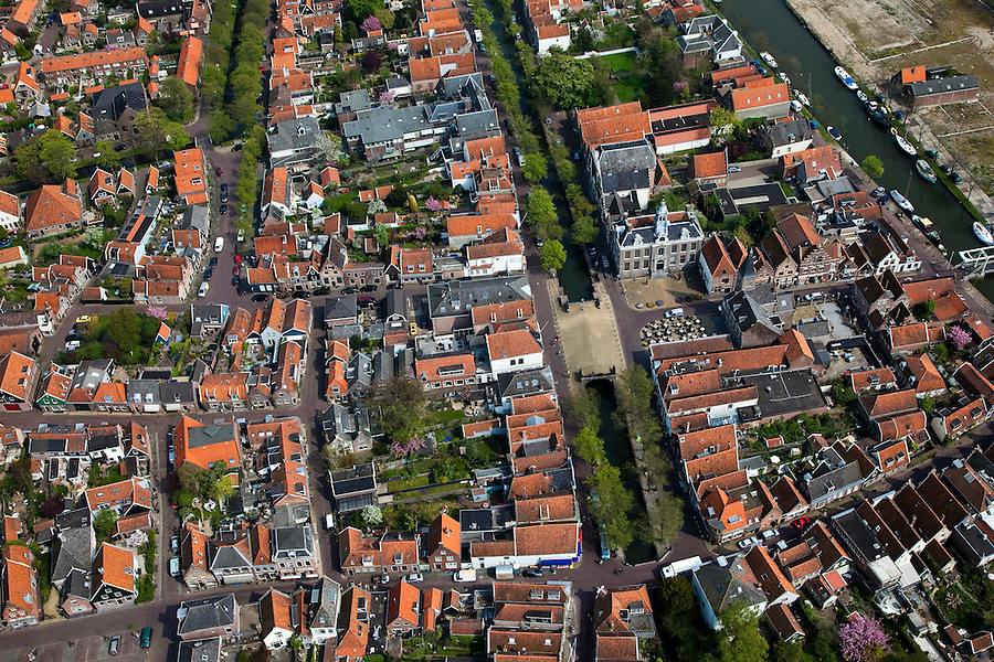 Nederland, Noord-Holland, Waterland, 28-04-2010; Edam, historische stadskern, met Dam en Voorhaven in het centrum.Edam, historical center.luchtfoto (toeslag), aerial photo (additional fee required).foto/photo Siebe Swart