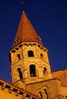 Europe/France/Auvergne/63/Puy-de-Dôme/Ennezat: L'église Saint-Victor (ancienne collégiale Saint-Victor et Sainte Couronne) - Détail du clocher