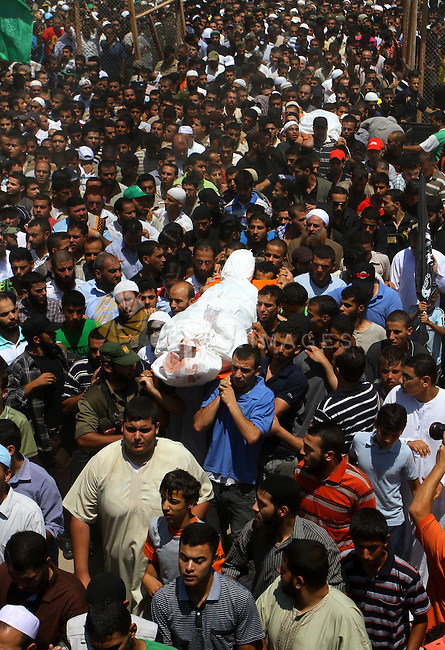 Palestinians carries the bodies of Kamal al-Nairab, the leader of an armed Palestinian faction, and other members during their funeral in Rafah in the southern Gaza Strip August 19, 2011. An Israeli air strike killed the leader of an armed Palestinian faction, a top lieutenant, three other members in the southern Gaza Strip on Thursday, the group said, hours after Israel blamed gunmen from the territory for cross-border attacks. Photo by Ashraf Amra