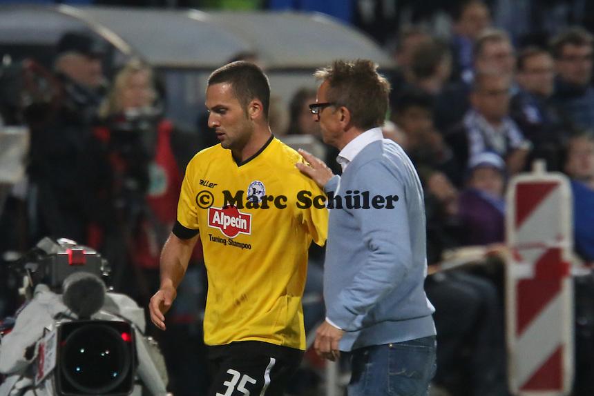 Trainer Norbert Meier mit Ben Sahar (Bielefeld) - SV Darmstadt 98 vs. Armina Bielefeld, Stadion am Böllenfalltor