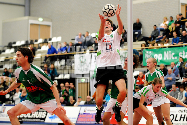 korfbal nic - dvo korfbal league seizoen 2010-2011 20-11-2010 doelpoging friso boode.
