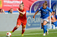 20180904 - LEUVEN , BELGIUM : Belgian Laura Deloose pictured with Italian Lisa Boattin (r) during the female soccer game between the Belgian Red Flames and Italy , the 8th and last game in the qualificaton for the World Championship qualification round in group 6 for France 2019, Tuesday 4 th September 2018 at OHL Stadion Den Dreef in Leuven , Belgium. PHOTO SPORTPIX.BE | DAVID CATRY