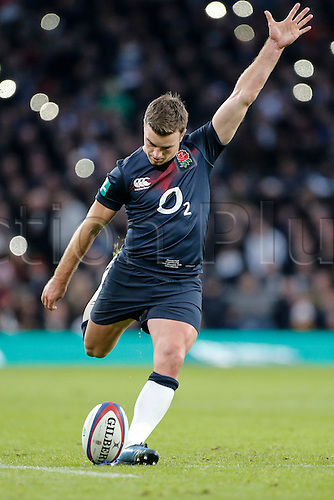 19.11.2016. Twickenham, London, England. Autumn International Rugby. England versus Fiji.  Owen Farrell of England attempts a conversion.   Final score: England 58-15 Fiji.