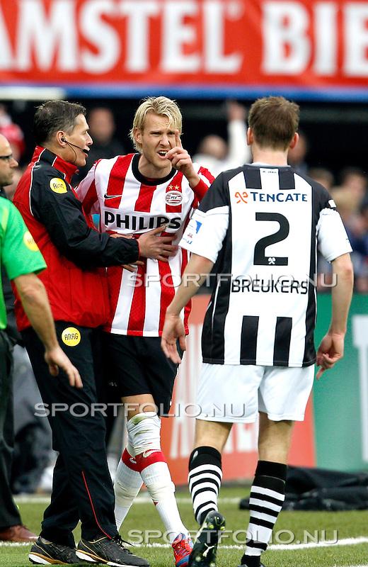 Nederland, Rotterdam, 8 April 2012.KNVB Beker Finale.Seizoen 2011-2012.PSV-Heracles 3-0.Ola Toivonen van PSV is Boos en wijst naaar Tim Breukers