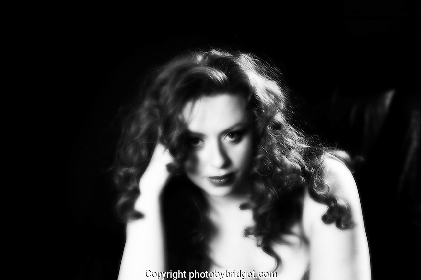 model gabriela in black and white vintage look. shot in studion manesova