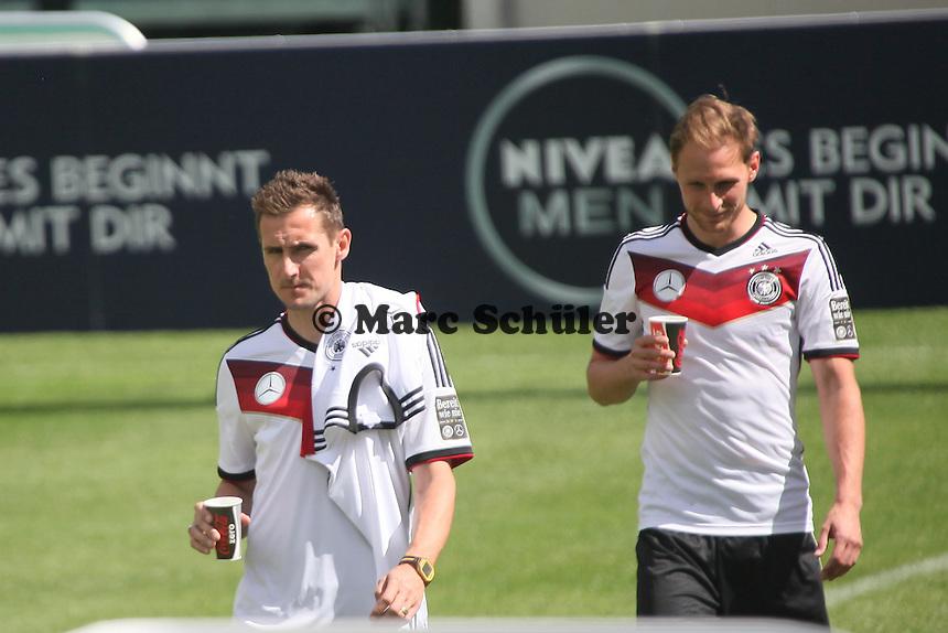 Miroslav Klose und Benedikt Höwedes - Abschlusstraining der Deutschen Nationalmannschaft gegen die U20 im Rahmen der WM-Vorbereitung in St. Martin