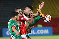 BOGOTÁ -COLOMBIA, 31-07-2018:Anderson Plata (Izq.) de Independiente Santa Fe  de Colombia disputa el balón con Gonzalo Rizzo(Der.) de  Rampla Juniors de Uruguay durante partido por los dieciseisavos de La Copa Conmebol Sudamericana 2018,jugado en el estadio Nemesio Camacho El Campín de la ciudad de Bogotá./ Anderson Plata (L) player of Independiente Santa Fe of Colombia disputes the ball with Gonzalo Rizzo(R) player of Rampla Juniors of Uruguay  during match  by the Conmebol Sudamericana Cup 2018 , played in Nemesio Camacho El Campín stadium of the Bogota  city. Photo: VizzorImage/ Felipe Caicedo / Staff