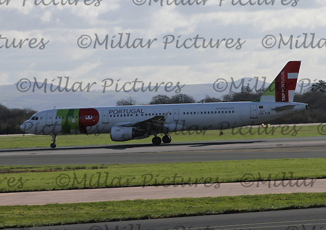A TAP Portugal Airbus A321-211 Registration CS-TJE taking off for Lisbon Portela Airport at Manchester Airport on 14.2.16.