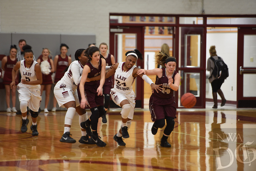 NWA Democrat-Gazette/J.T. WAMPLER Springdale against Siloam Springs' Tuesday Jan. 5, 2016.