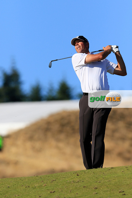 Matt Kuchar (USA) tees off the par3 15th tee during Friday's Round 2 of the 2015 U.S. Open 115th National Championship held at Chambers Bay, Seattle, Washington, USA. 6/20/2015.<br /> Picture: Golffile | Eoin Clarke<br /> <br /> <br /> <br /> <br /> All photo usage must carry mandatory copyright credit (&copy; Golffile | Eoin Clarke)