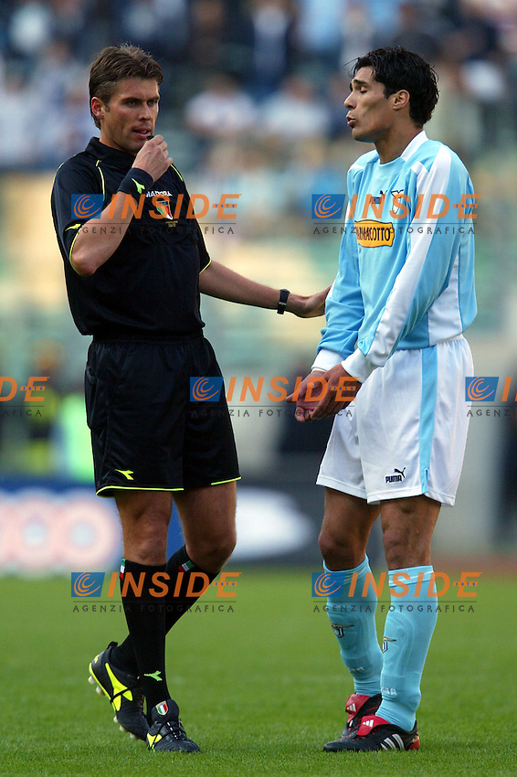 Roma 21/4/2004 Campionato Italiano Serie A <br /> Lazio - Roma 1-1 <br /> L'arbitro Rosetti e Bernardo Corradi (Lazio)<br /> Lazio and Roma are playing again after it was suspended on March 21, 2004, for security reasons.  <br /> Foto Andrea Staccioli Insidefoto