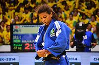 RIO DE JANEIRO, RJ,01 DE SETEMBRO DE 2013 -CAMPEONATO MUNDIAL DE JUDÔ RIO 2013- A  brasileira Rafaela Silva (de azul) lutou com a japonesa A. Yamamoto na categoria equipes do Mundial de Judô Rio 2013, no Maracanazinho de 26 de agosto a 01 de setembro, zona norte do Rio de Janeiro.FOTO:MARCELO FONSECA/BRAZIL PHOTO PRESS