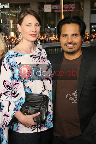 Brie Shaffer and Michael Pena<br />at the Los Angeles Premiere of 'Observe and Report'. Grauman's Chinese Theatre, Hollywood, CA. 04-06-09<br />Dave Edwards/DailyCeleb.com 818-249-4998