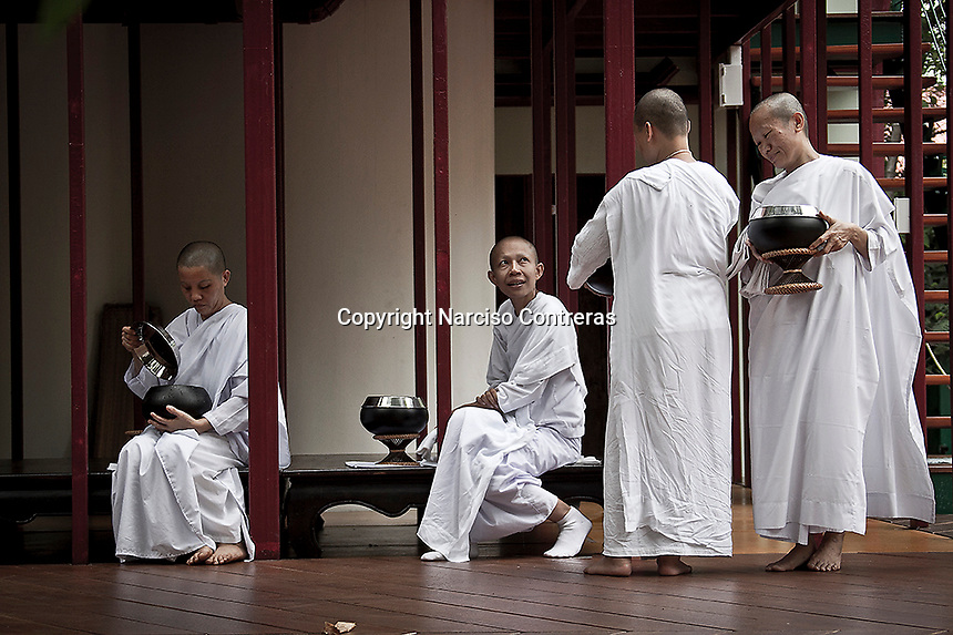"""Mae chees at the Sathira Dhammasathan meditation centre. Mae Chees have to depend on the male dominated Sangha. Despite the status of mae chee is accepted as category under the highest ordination for nuns as """"bhikkhuni"""" in Theravada Buddhism, has not recognized yet as official status within the religious communty..."""