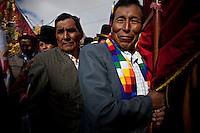 &copy;PATRICIO CROOKER.Aymara men and women during the parade to celebrate the day of El Alto.Just 25 years ago it was a small group of houses around La Paz  airport, at an altitude of 12,000 feet. Now El Alto city  has  nearly one million people, surpassing even the capital of Bolivia, and it is the city of Latin America that grew faster .<br /> 	It is also a paradigmatic city of the tubles and traumas of the country. There got refugee thousands of miners that lost  their jobs in 90 &acute;s after the privatization and closure of many mines. The peasants expelled by the lack of land or low prices for their production. Also many who did not want to live in regions where coca  growers and the Army  faced with violence.<br /> 	In short, anyone who did not have anything at all and was looking for a place to survive ended up in El Alto.<br /> 	.