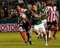 PALMIRA -COLOMBIA-12-03-2015. Santos Borre (Der) jugador del Deportivo Cali salta por un balón con Nery Bareiro (Izq) jugador de Atlético Junior durante partido por la fecha 9 de la Liga Aguila I 2015 jugado en el estadio Palmaseca de la ciudad de Palmira./  Santos Borre (R) player of Deportivo Cali  jumps for the ball with Nery Bareiro (L) player of Atletico Junior during match for the 9th date of Aguila League I 2015 played at Palmaseca stadium in Palmira city Photo: VizzorImage/ Juan C. Quintero /STR