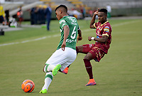 IBAGUÉ -COLOMBIA, 15-04-2017. Jader Obrian (Der) jugador de Deportes Tolima disputa el balón con Jeison A. Angulo (Izq) jugador del Deportivo Cali durante partido por la fecha 13 de la Liga Águila I 2017 jugado en el estadio Manuel Murillo Toro de la ciudad de Ibagué./ Jader Obrian (R) player of  Deportes Tolima vies for the ball with Jeison A. Angulo (L) player of Deportivo Cali during match for date 13 of the Aguila League I 2017 played at Manuel Murillo Toro stadium in Ibague city. Photo: VizzorImage / Juan Carlos Escobar / Cont