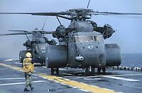 - US Marines transport helicopters CH 53 on the amphibious assault ship Wasp....- elicotteri da trasporto degli US Marines CH 53 a bordo della nave da assalto anfibio Wasp