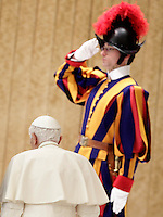 Papa Benedetto XVI al termine dell'incontro con i parroci di Roma nell'Aula Paolo VI, Citta' del Vaticano, 14 febbraio 2013. Il Pontefice lascera' il Papato il prossimo 28 febbraio..Pope Benedict XVI walks past a Swiss Guard at the end of his meeting with Rome's parish priests at the Paul VI hall, Vatican, 14 February 2013. The Pontiff will leave the papacy on next 28 February..UPDATE IMAGES PRESS/Riccardo De Luca -STRICTLY FOR EDITORIAL USE ONLY-