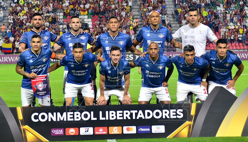 IBAGUE- COLOMBIA, 03-04-2019: Los jugadores de Jorge Wilstermann (BOL), posan para una foto, antes de partido de la fase de grupos, grupo G, fecha 3, entre Deportes Tolima (COL) y Jorge Wilstermann (BOL), por la Copa Conmebol Libertadores 2019, en el Estadio Manuel Murillo Toro de la ciudad de Ibague. / The players of Jorge Wilstermann (BOL), pose for a photo, prior a match of the groups phase, group G, 3rd date, beween Deportes Tolima (ARG) and Jorge Wilstermann (BOL), for the Conmebol Libertadores Cup 2019, at the Manuel Murillo Toro Stadium, in Ibague city.  Photo: VizzorImage / Juan Carlos Escobar / Cont.