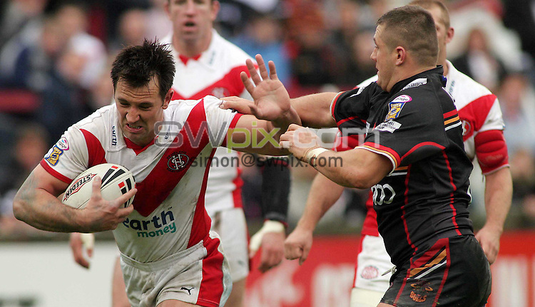 PICTURE BY VAUGHN RIDLEY/SWPIX.COM -  Rugby League - Challenge Cup, Round 5 - St. Helens v Bradford - St. Helens, England - 20/05/06...? Simon Wilkinson - 07811 267706...St. Helens' Paul Sculthorpe (L) Bradford's Terry Newton (R).