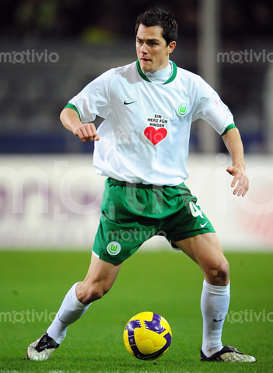 FUSSBALL   1. BUNDESLIGA   SAISON 2008/2009   15. SPIELTAG Borussia Dortmund - VfL Wolfsburg                        30.11.2008 Marcel SCHAEFER (VfL Wolfsburg) Einzelaktion am Ball